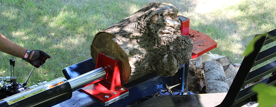 Log Splitter in Use as a Banner for the Horizontal Log Splitter Page